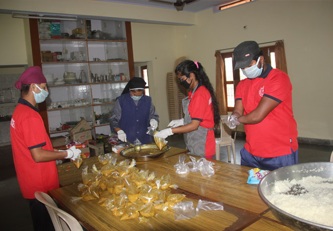 Packing the Cooked Food